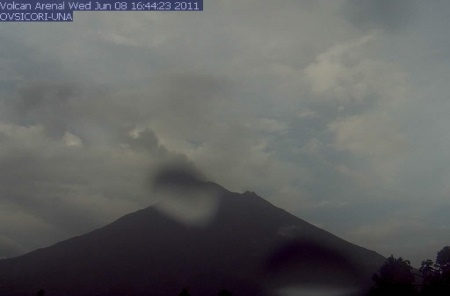Arenal volcano viewed from OVSICORI-UNA webcam, 8 June 2011.