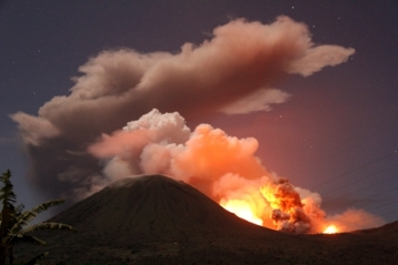 Mount Lokon erupting 14 July 2011 (image courtesy Tribun Manado)